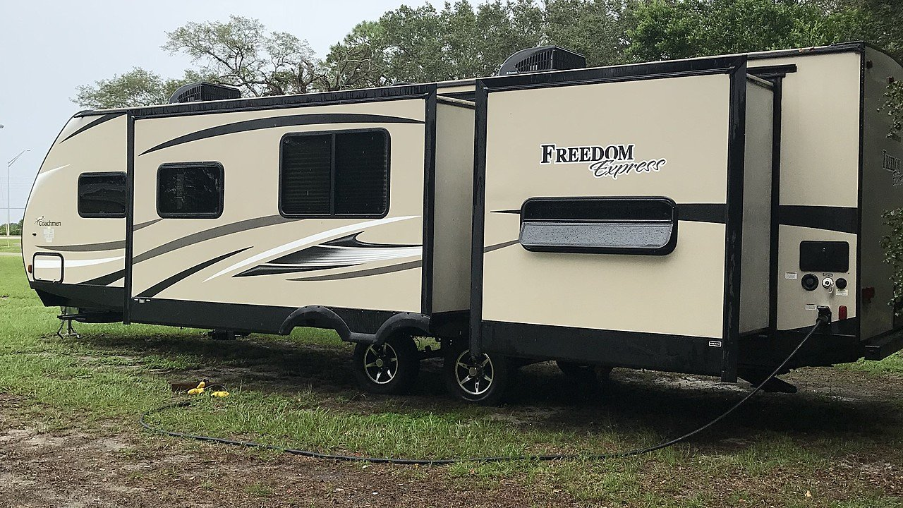 2016 Coachmen Freedom Express for sale 300174095