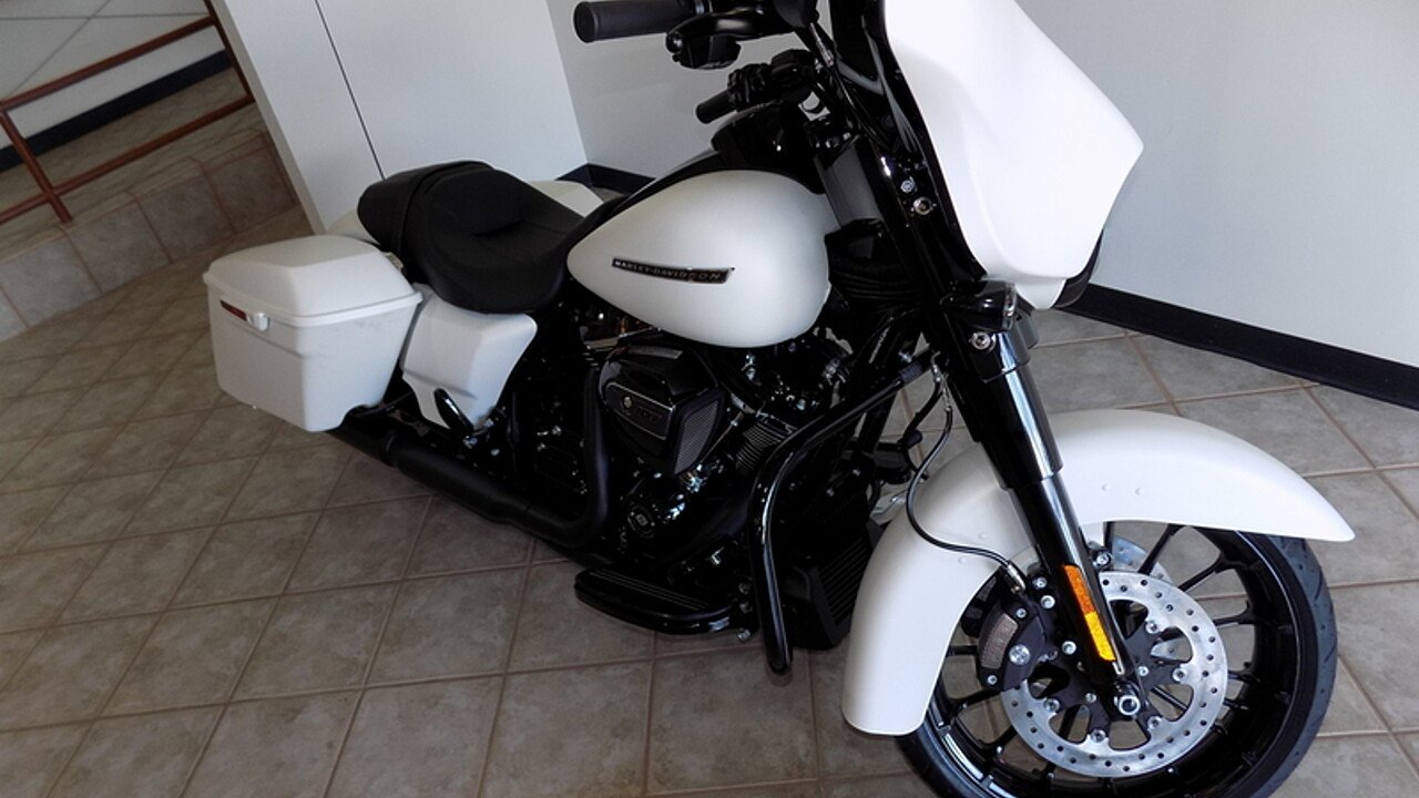 2018 Harley-Davidson Touring for sale 200609525
